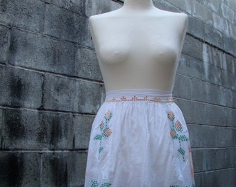ON SALE Vintage 50s / Cotton / Yellow and White / Floral / Cross Stitch / Apron