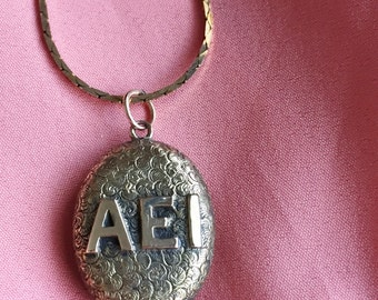 Victorian Gold Locket AEI Sweetheart with Hair Receiver