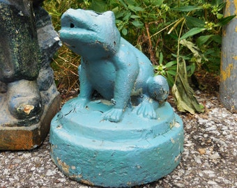Vintage cement frog garden statue fountain Pond shabby chippy weathered blue gray yard ornament