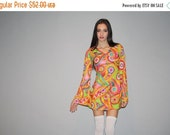 55% Cyber Monday SALE - 1990s does 1960s Floral Austin Powers Graphic Novelty Psychedelic Babydoll Mini Dress   - Short 60s Bell Sleeve Styl