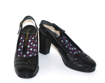 SALE 1970s Black Patent Leather PLATFORM Pumps . Vintage 70s FLORSHEIM Dress Shoes with Black Heels . Size 7 1/2