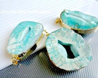 Druzy pendant Druzy Geode pendant Agate slice pendant Gold Plated Edge Geode agate Pendant in baby Blue color, gemstone Pendant, JSP-6523