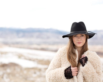 The Phoebe, Black : women's hat for the adventurous beauty