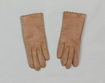 Vintage Tan Gloves, Novakid by Aris Gloves, Driving glove length, 8 1/2 inches long,Scalloped cuff w/bound placket, Lined, Pristine