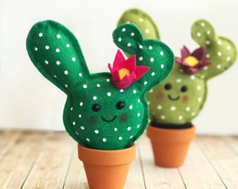 Cute Felt Cactus / faux garden / faux succulent / felt plant / wedding favor / home decor / pin cushion