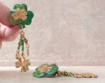 Shamrock Earrings Green Gold Tone Clip On Dangles Vintage 101614GL