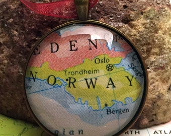Norway Map Christmas Ornament, Keep a memory Alive / HONEYMOON Gift / Wedding Map Gift / Travel Tree Ornament / Corporate gift