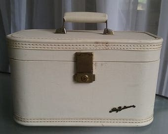 Lady Baltimore Train Case, Vintage Luggage, Cosmetic Case, Off-White Hard Case Luggage, Travel, Vacation, Storage Container