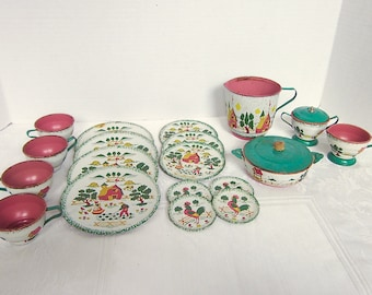 Ohio Art, Toy Dishes, Tin toy dishes, 1950s, Farm, Red, Yellow, Green, 21 pieces