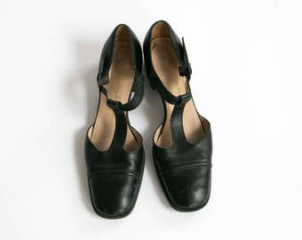 Vintage 90's Salvador Ferragamo Designer Black Leather T Strap Shoes Women's Size 8 US Made in Italy