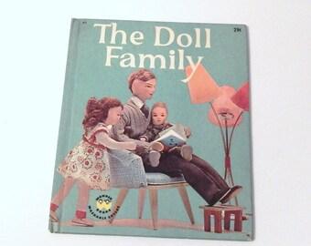 Vintage Childrens Book - The Doll Family - Wonder Books - Mid Century Child - Dorothy Wilson