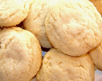 Soft Almond Shortbread Cookies