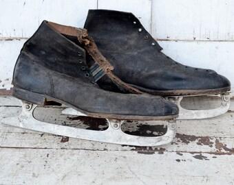 Men's Black Vintage Ice Skates Worn Weathered Rustic Primitive Christmas Winter Door Porch Decoration Craft Project Repurpose Upcycle