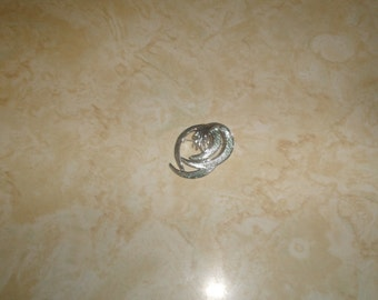 vintage pin brooch silvertone brushed shiny swirl sarah coventry