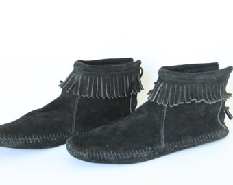 Vintage Minnetonka Women's Black Fringed Ankle Moccasin Size 9