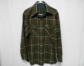 vintage Pendleton board LS Shirt Wool 60s 70s outdoor lumberjack Mens L USA made green brown plaid flannel tartan