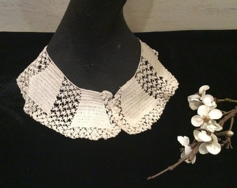 Vintage Hand Crocheted Ivory Lace Collar, Vintage Lace, Vintage Crochet, Vintage Linens