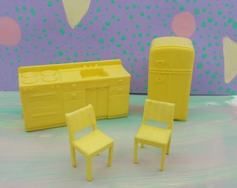 Marx Kitchen pale Yellow Hard Plastic Toy Dollhouse Traditional Style Appliances chairs