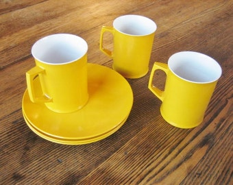 "3 Sunny Yellow Melaware 7"" Side Plates & Mugs 1960s English Melanine Camper Boat Picnic"