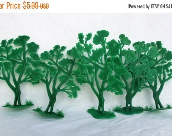 Spring SALE 40% Off 5 Vintage Plastic Toy Green Trees...1970s Prehistoric Fern Oak Trees, Christmas Holiday Decor Dollhouse