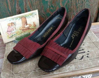 Vintage Preppy Brown Patent Leather Shoes for Women by Schiff Size 7.5 - Retro Kitten Heeled Pumps, Dressy Retro 1960's Church Shoes