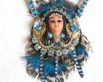 Doll Necklace carnival Art doll necklace Peacock feather rhinestone chic jewelry pendant princess Indian women gold blue necklace doll face