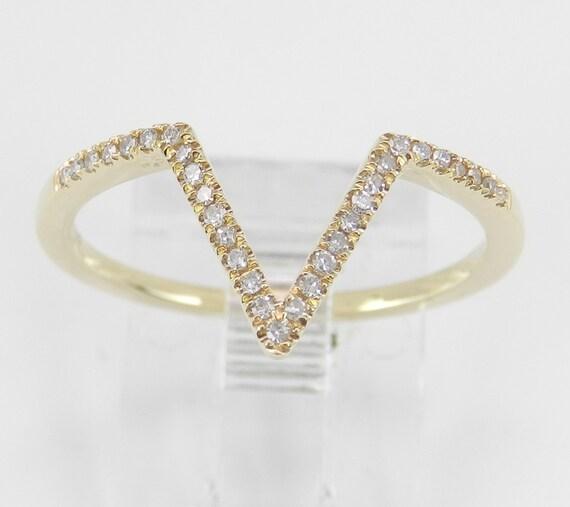 Modern Diamond V Cocktail Ring 14K Yellow Gold Fashion Ring Size 7.25