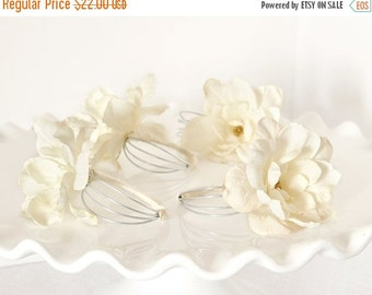 Handmade Ivory White Flower Napkin Rings Spring Woodland Weddings Hostess Gift Table Settings with Pearl Ribbon for Parties. Gift Set of 4