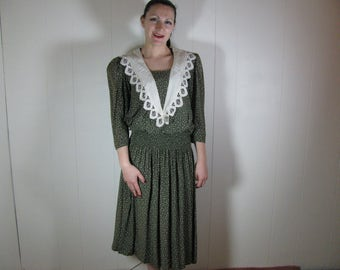 80's does 20's green rayon dress with lace collar as is for costume