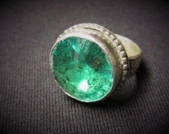 Vintage Metal Ring Womens Girls Green Stone Size 8 3/4 Chunky Ring Gypsy Jewelry Belly Dancer European Ethnic Mediterranean Stocking Stuffer