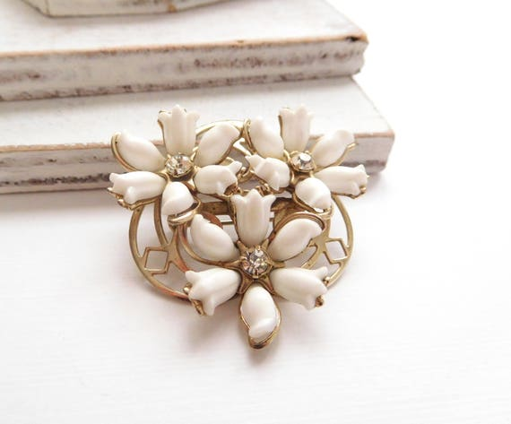 Vintage Molded White Flower Rhinestone Gold Tone Tiered Brooch Pin V20