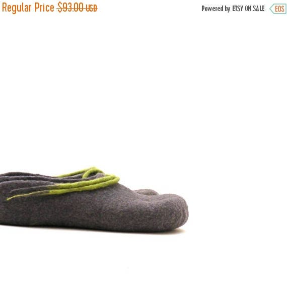 Women felted wool slippers - handmade wool clogs - grey green felt slipper - made to order - Mothers day gift - gift for her - house shoes