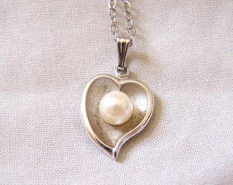 """Vintage Theda Sterling Pearl Heart Delicate Necklace 15.5"""""""