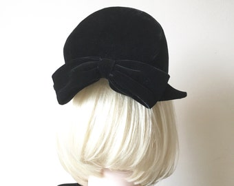 40s Beret with bow | black velvet beret style half hat with clips | kne size