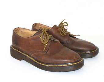 Vintage Dr. Martens Oxford Shoes . 1980s Brown Leather Lace Up Doc Martens . Made in England . Grunge Docs . Sz 4 UK--Sz 6 USA