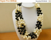 On Sale Retro Chunky Black and White Faux Pearl Necklace Item K # 2787