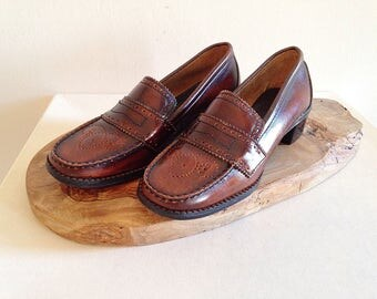 Vintage 1970s Leather Penny Loafers Size 6 1/2 NEAR MINT