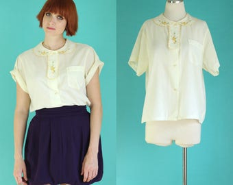 Vintage 60s Embroidered Blouse - Pastel Yellow Shirt with Scalloped Peter Pan Collar - Short Sleeve Blouse - Floral Blouse - Size Large