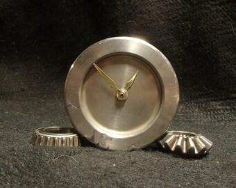 pully desk clock