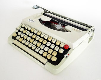 Brother Charger 33 Manual White Typewriter With Case