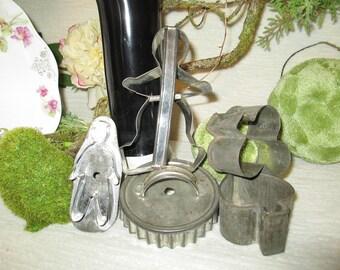 Set of 5 Vintage Aluminum Tin Cookie Busquit Cutters Bakeware Clover Spade Gingerbread TVAT HSH WLVteam EPSteam Farmhouse Chic