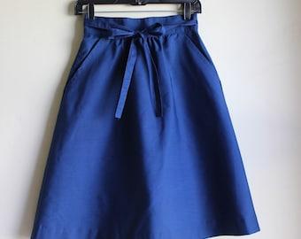 Darling Navy Wrap Skirt || Small/ Medium || 1970s || Knee Length