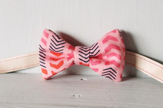 Bow tie unisex >> Pink, red, blue patterned arrow bow, leather strap, buckle >> Brisbane