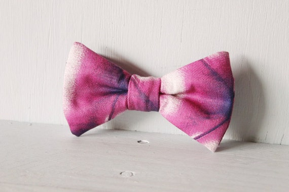 Dog bow tie >> Purple and white bow with elastic >> Pet gift