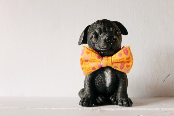 Dog bow tie >> Yellow and pink arrow bow with elastic >> Pet gift