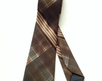 Vintage 1960s Wemlon by Wembley   Necktie Brown Plaid Wembley Necktie Vintage Men's Accessories Wemlon Wembley Polyester Necktie 1060s 1970s
