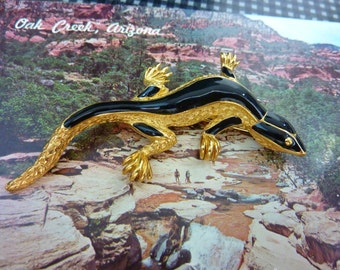 SIGNED TRIFARI  lovely lizard gold and enamel Salamander Pin Brooch