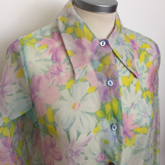 Dagger collar blouse flower power shirt 1970s top sheer nylon crepe UK 10 12 pastel flowery blouse Mod GoGo Scooter Girl