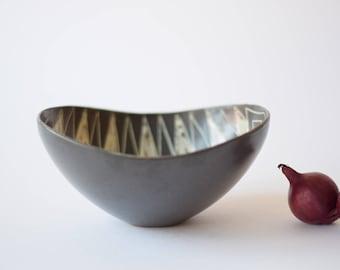 Rare! Vintage Danish - boat shaped bowl - triangular motif - E&J keramik - Eva and Johannes Andersen - Danish mid century pottery