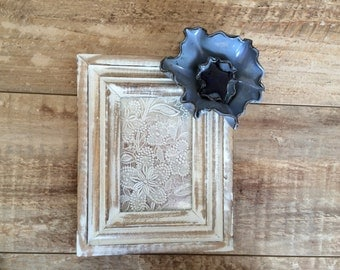 Wood picture frame with ceramic flower